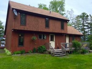 Pine Haven - Lakefront Cottage Weekly Rental Near Mahone Bay