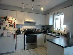 >> 2 BDRM, BRIGHT AND CHARMING UPPER LEVEL FOR RENT Gore <<