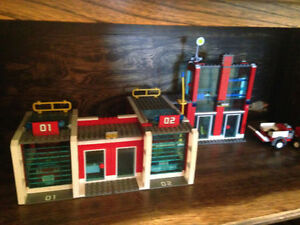Lego Fire Station set #7208 with Bonus Mini Set