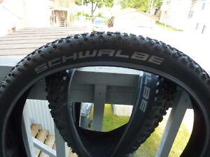 AUbaine...2 pneus neufs schwalbe rocket ron 27.5x2.25 + 2 trip