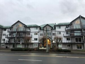 Great Top Floor 2 bed/den and 2 baths....Vaulted Ceilings Too!