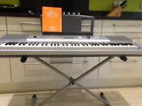 Keyboard Yamaha DGX-230 with stand