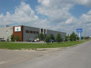 local industriel de 17 000 pieds carrés, divisible, Chicoutimi