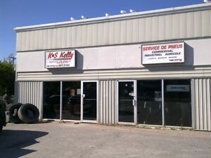 Garage lease buy or rent commercial office space in for Garage a louer orleans