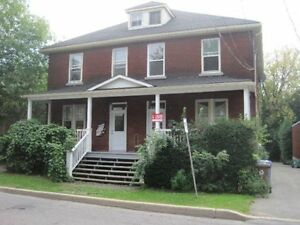 Large 3 1/2 - Grand 31/2 in Ste-Anne-de-Bellevue