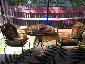Patio table and chairs for two. Gatineau Ottawa / Gatineau Area image 1