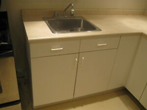 Kitchen Counter Top Single Wessin Sink and Moen Faucet
