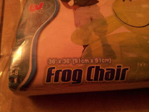 Inflatable frog chair kid's chair decorative Like new London Ontario image 3