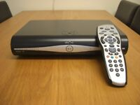 SKY + HD BOX DV3 AMSTRAD DRX890 500GB HARD DRIVE+GENUINE SKY HD REMOTE CONTROL MODEL REV8R
