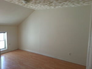 LOVELY 2 BEDROOM APARTMENT CLOSE TO DOWNTOWN - 305 Montreal St Kingston Kingston Area image 5