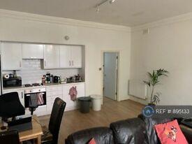 2 bedroom flat in Carlton Drive, London, SW15 (2 bed) (#895133)