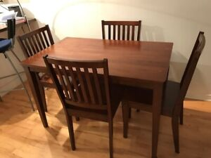 Table de cuisine & 4 Chaises \ Dining Table & 4 Chairs