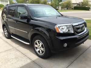*2011 BLACK HONDA PILOT - TOURING EDITION CLEAN AND WELL KEPT!*