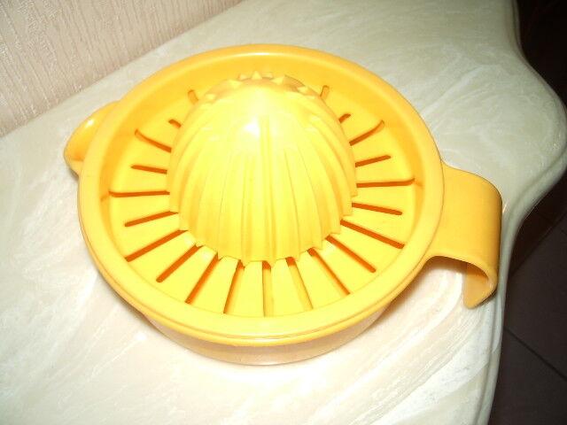 Inomata Manual Plastic Lemon Squeezer With Container Hand Ju