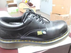 DR. MARTENS ICON safety shoes CSA APPROVED black Brand new