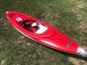 Pelican Sport Trailblazer 10 ft light weight kayak with Paddle
