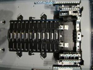 Centre de distribution a disjoncteurs Square D -- 314088