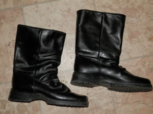 2 pairs of leather winter boots