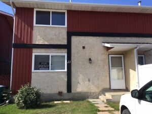 Large 1450sqft townhouse for rent in Redwater AB