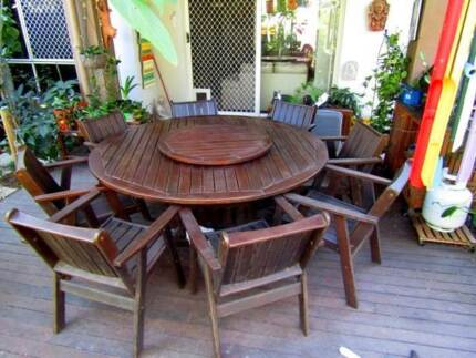 8 SEAT OUTDOOR DINING SETTING WITH HUGE 18metre ROUND TABLE