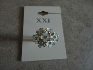 Brand new women's Forever 21 floral white cocktail ring Size 6 London Ontario image 1