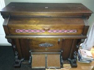 ANTIQUE ESTEY PUMP ORGAN (RIVER JOHN CHURCH)
