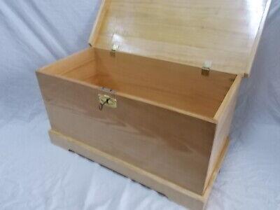 BAUL COFRE de madera con CERRADURA. XXL 100 cm Barnizado color pino...