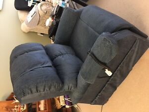 Lift recliner for sale in Osoyoos