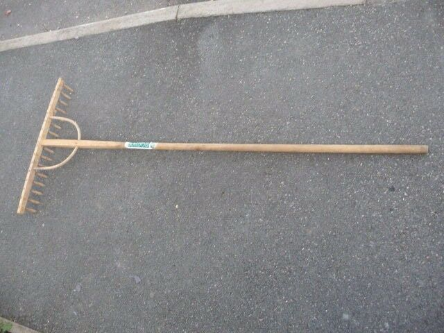Large wooden Garden Rake - Bulldog brand - great condition - must see