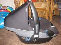 Maxicosi Pebble Car Seat & Familyfix Isofix Base