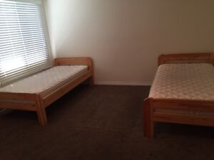 single wood beds with mattress