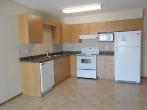 #1450- 2 Bedroom Condo in Royal Oaks Available May 1st $1300