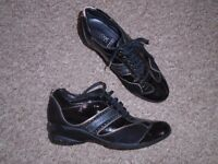 GEOX women's black shoes size 4,5 in VGC-post it