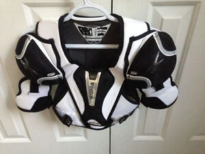 Hockey Shoulder Pads Size Youth Medium London Ontario image 1