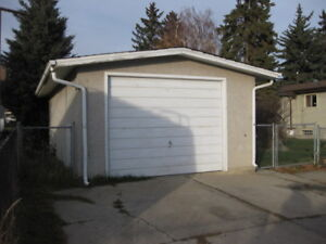 Garage Available-Perfect to Store For Wet-Snowy Winter