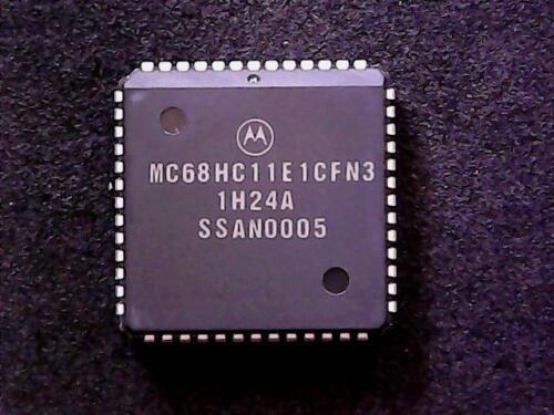 QTY MC68HC711E9VFN2 MOTOROLA PLCC-52 8-bit A//D CONVERTER NOS 1