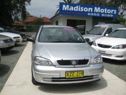 2002 holden astra ts city white 5 speed manual sedan cars vans 2002 holden astra ts city silver 4 speed automatic sedan fandeluxe Images