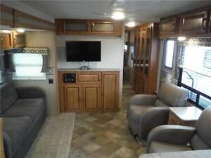 2016 Puma 30RKSS Rear Kitchen Travel Trailer with Slide Stratford Kitchener Area image 10