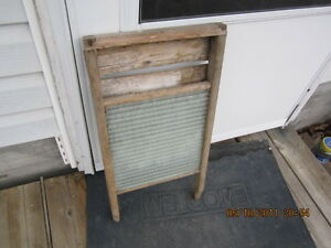 vintage  wooden  washboard