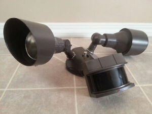 HALOGEN MOTION SENSING SECURITY LIGHT