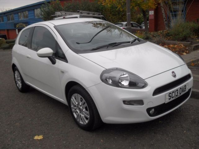 FIAT PUNTO 1.2 EASY 3d 69 BHP 1 OWNER FROM NEW (white) 2013