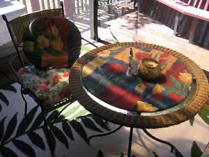 Patio table and chairs for two. Gatineau Ottawa / Gatineau Area image 2