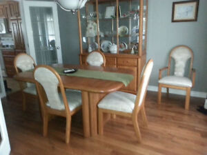 Dining Room Set & Hutch - Must Sell -> Make An Offer!!!
