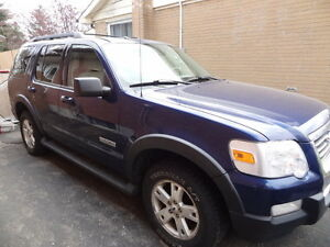 2007 Ford Explorer XLT- Hitch- New Tires- Great Body & Interior