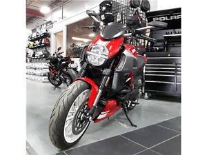 2013 Ducati Diavel, Red/White Kitchener / Waterloo Kitchener Area image 3