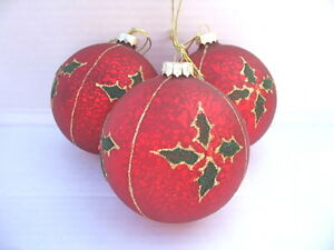 GISELA-GRAHAM-CHRISTMAS-ANTIQUE-RED-GLASS-BALL-WITH-HOLLY-DECORATION-X-3