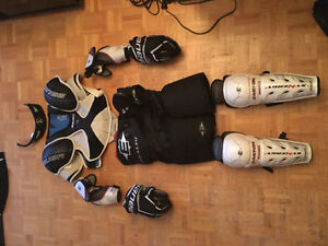 Complete set of Mens Equipment with helmet and skates