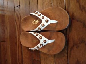 Vionic Sandals brand new Women's size 8