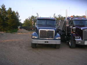 2000 International Eagle 9400 and 2007 Triaxle pup for sale