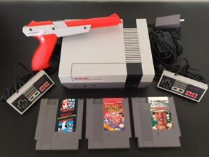 Vintage Nintendo NES  Game Console Package 1985